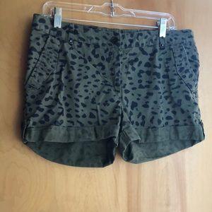 H&M army green black animal print shorts size 10